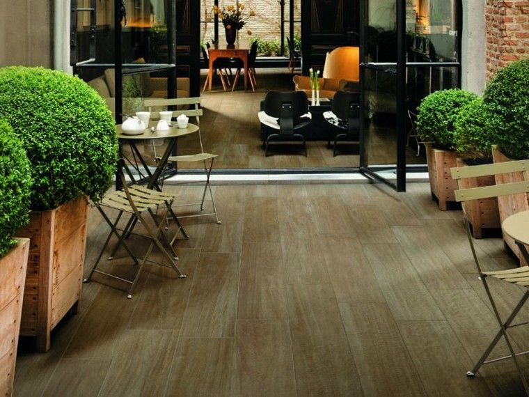 Baldosas azulejos y losas que imitan madera muy originales - Suelo terraza madera ...