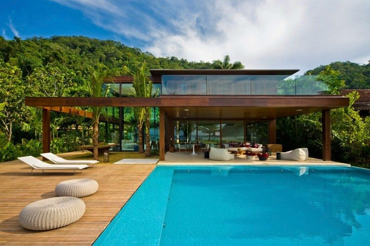 terraza moderna tumbonas blancas pisicna ideas