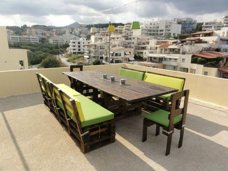 terraza muebles palets cojines verdes