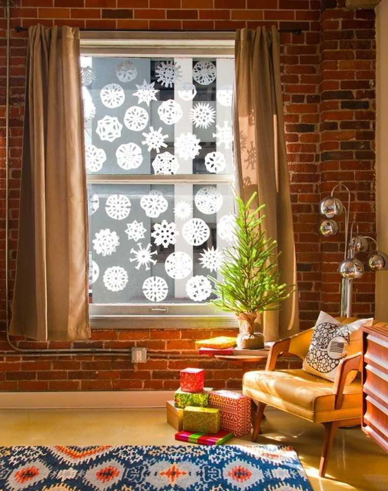 ventana blanco lamparas cortinas ladrillos