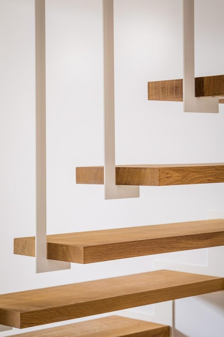 vista cerca escalones colgantes madera
