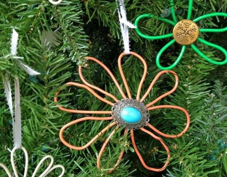 accesorios diy navidad botones reciclados nieve