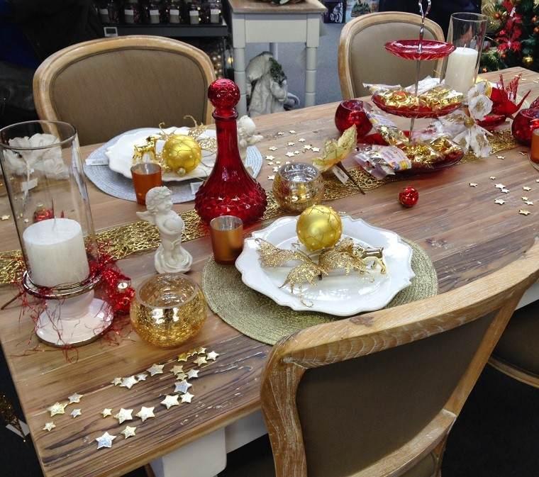adornos navidad mesa platos bolas oro ideas