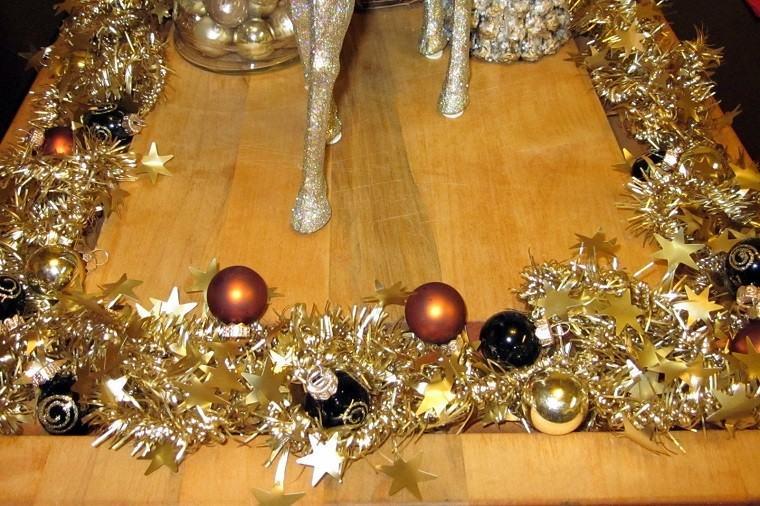 adornos navidad negros oro guirnalda mesa ideas