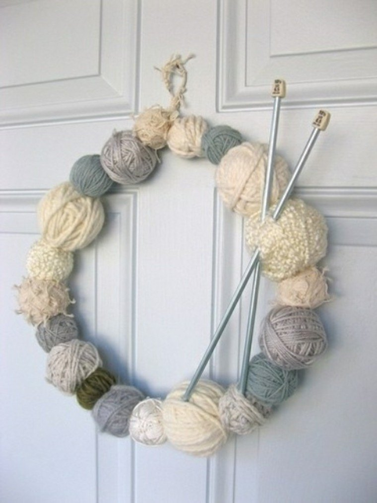 Adornos navideños tejidos de lana para decorar la casa -