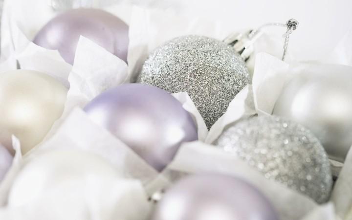 adornos bolas navidad tonos blancos