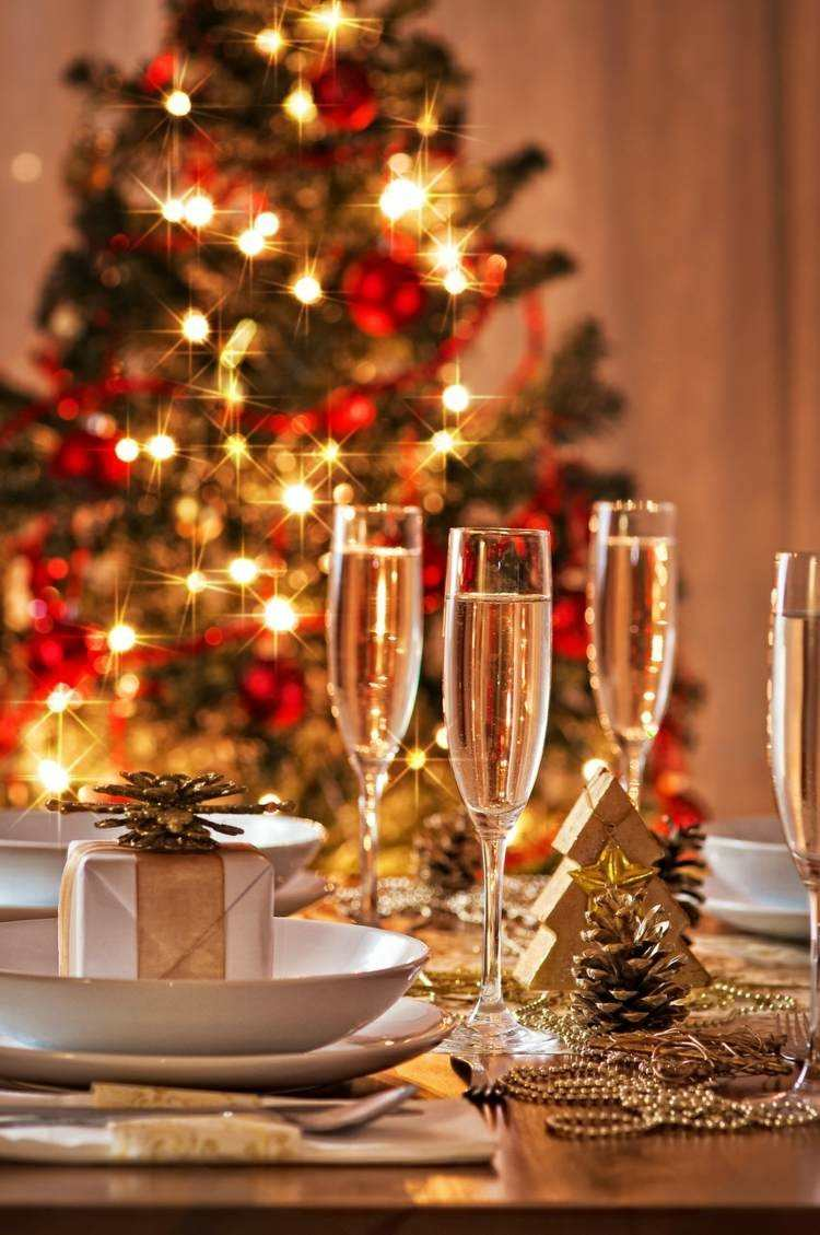 adornos navideños mesas arboles copas luces