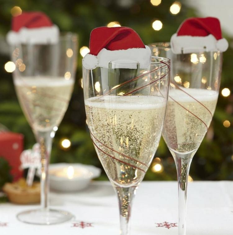 adornos navideos mesas con copas decoradas