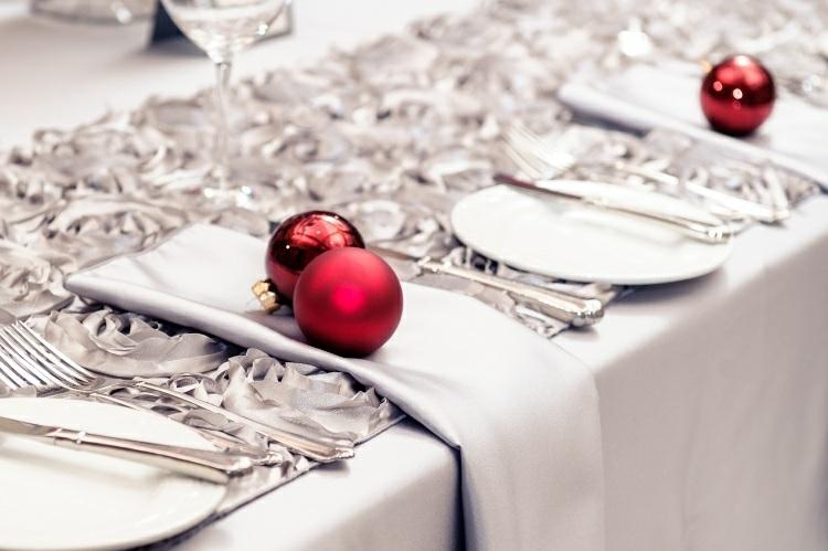 adornos navideños mesas lazos plateados plata