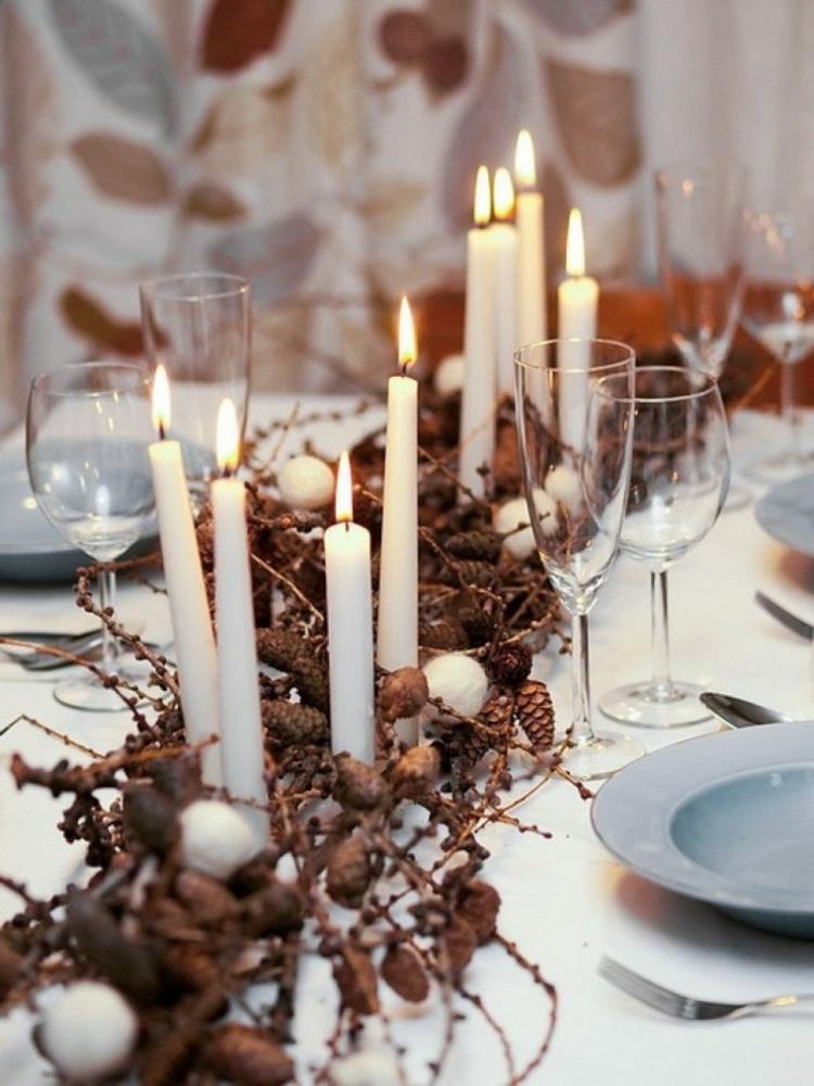adornos navideños mesas lazos ramas conos