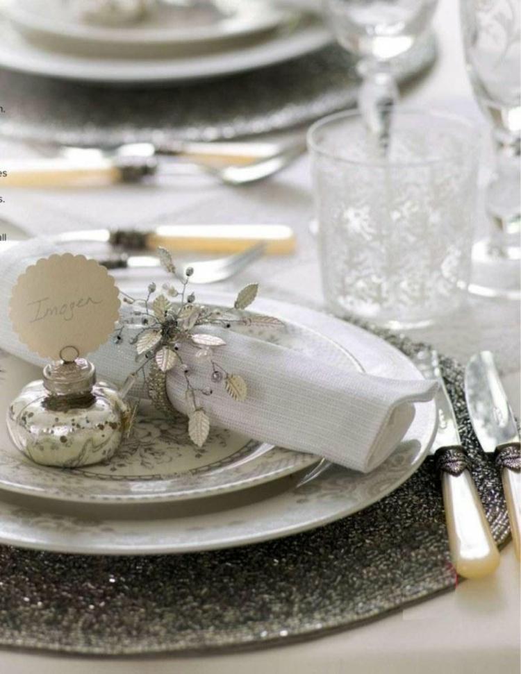 adornos navideños mesas plato conos cubiertos