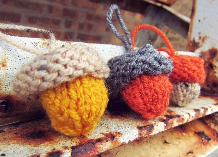 adornos forma bellota lana colores