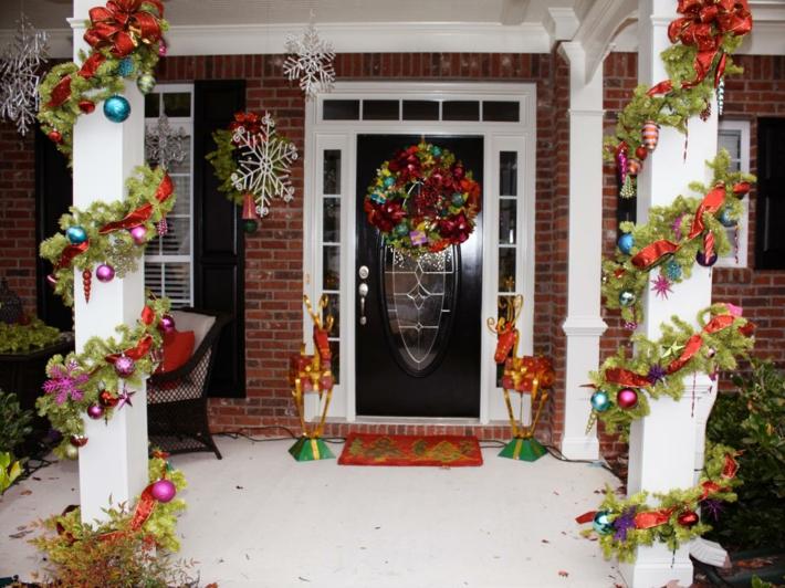 adornos navidad bolas colores puerta