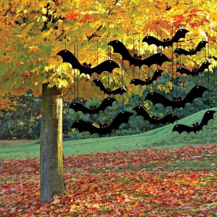 jardín otoño murcielagos colgando