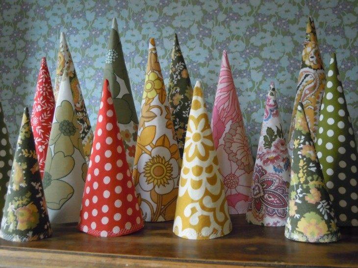 arboles de navidad en frma de conos