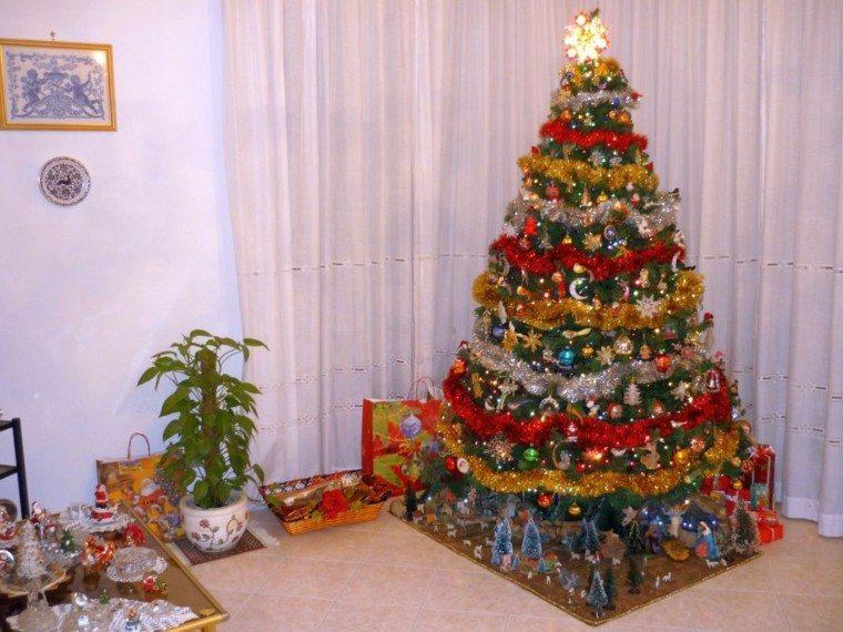 arboles navidad ideas adornos navidenos varios colores guirnaldas