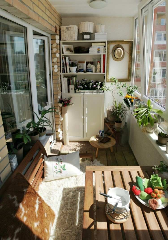 balcon diseño pequeño acogedor plantas canastas
