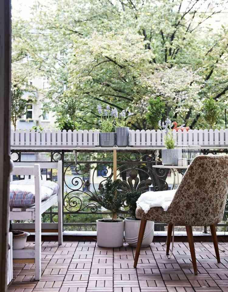 balcon diseño pequeño acogedor primavera cojines
