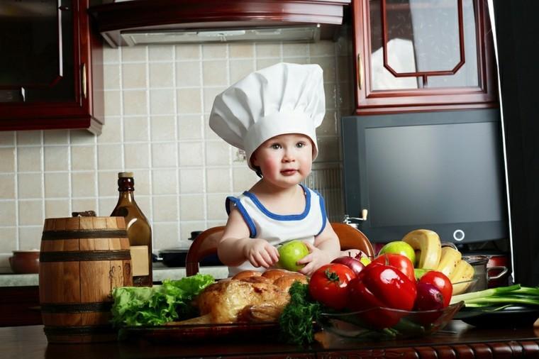 bebe cocinando gorro cocinero