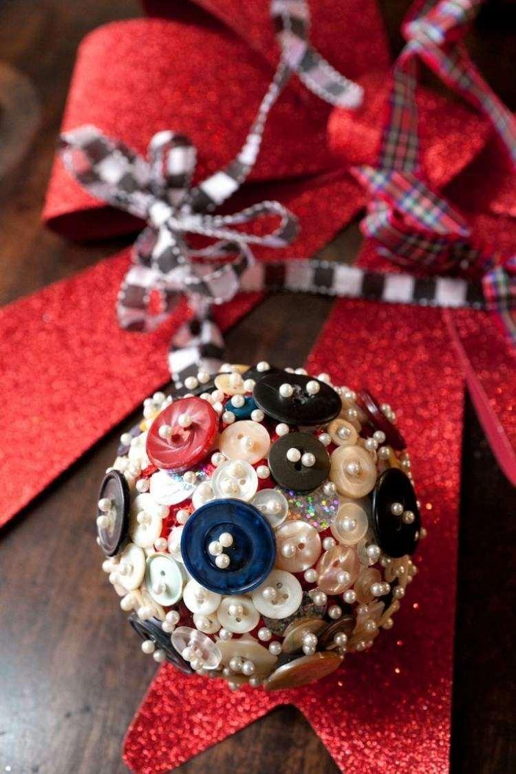 bola navidad decorada botones pegados