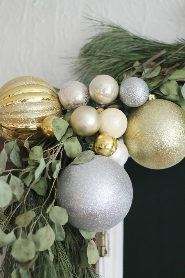 bolas coloridas estilo decoracion pino