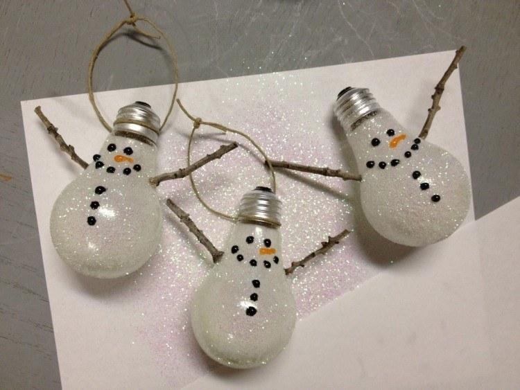 bombillas llamativas minimalistas ramas
