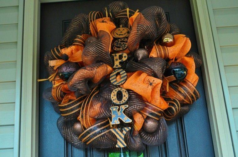 bonita corona halloween puerta entrada