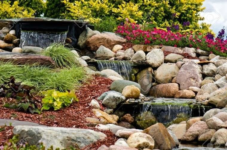 bonitas flores estanque jardín cascada