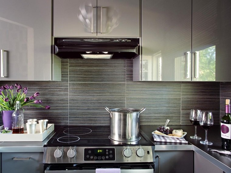 Decoracion de paredes rayas mosaico o acero en la cocina - Paredes de cocinas modernas ...