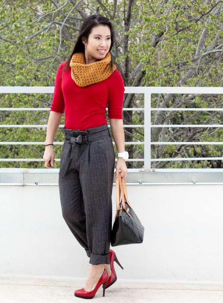bufanda otono caliente amarilla blusa zapatos rojos ideas