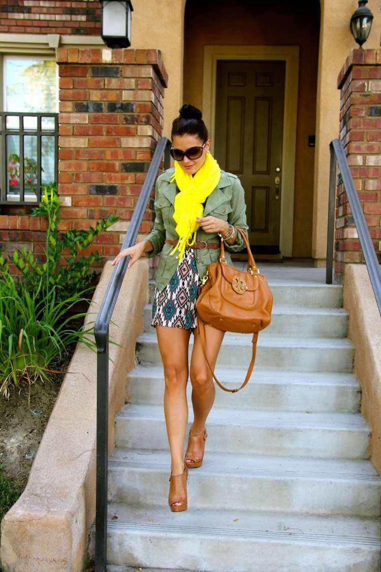 bufanda otono caliente amarilla vibrante vestido corto ideas