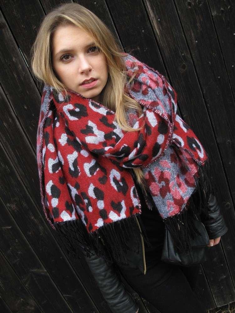 bufanda roja estampas blanco negro otono ideas