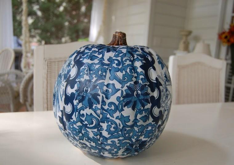 calabaza decorada motivos clasicos azules