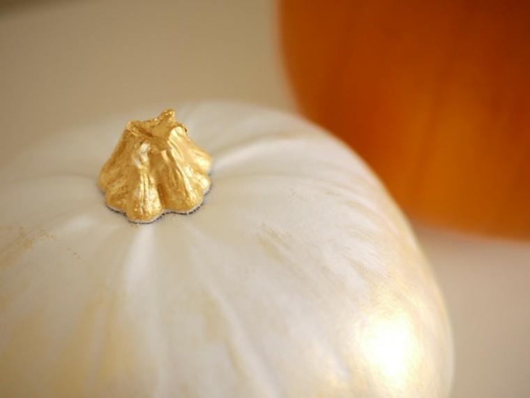 calabaza pintada blanco tallo dorado