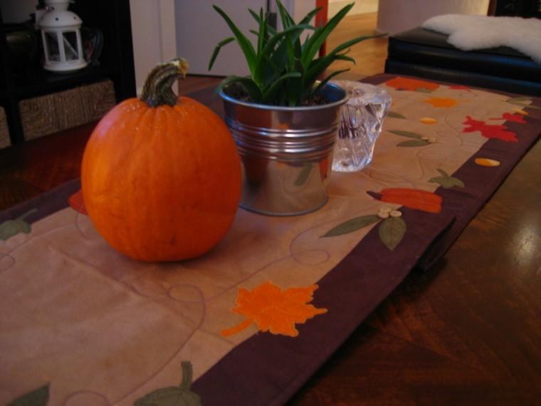 calabazas detalle mesa mantel hojas