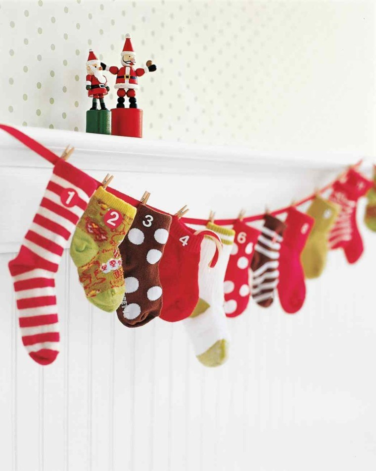 calendario adviento calcetines navidad colgados