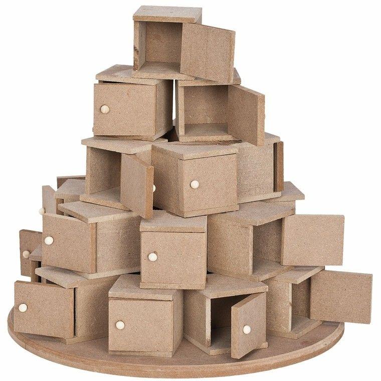 Calendario de adviento ideas para sorprender a los ni os for Arbol de navidad con cajas de carton