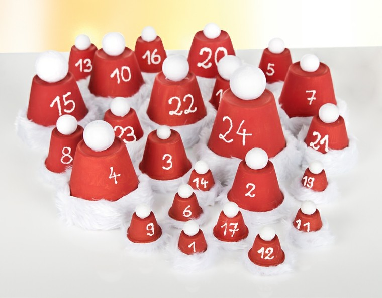 calendario de adviento rojo blanco macetas