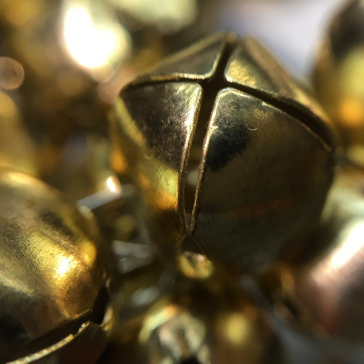 campanas navidad doradas vistas cerca