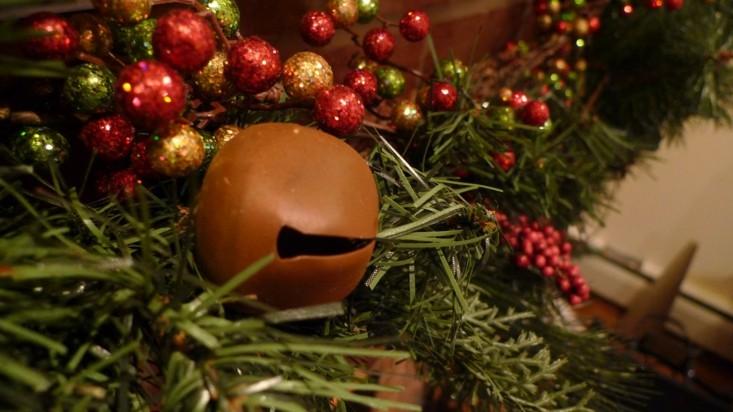 cascabel navidad adornos rojos arbol