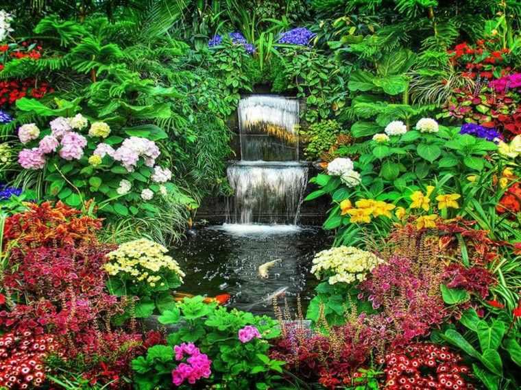 cascada jardin muchas flores colores