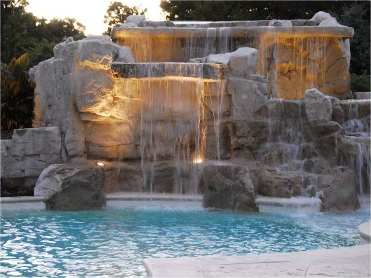 cascada grande agua luces piscina