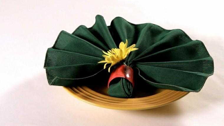 cena de navidad servilletas flores platos