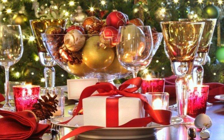 cena de navidad mesa regalos