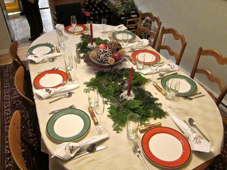 cena de navidad ideas para decorar la mesa con adornos naturales
