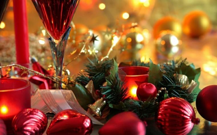 cenas de naviad bolas rojas