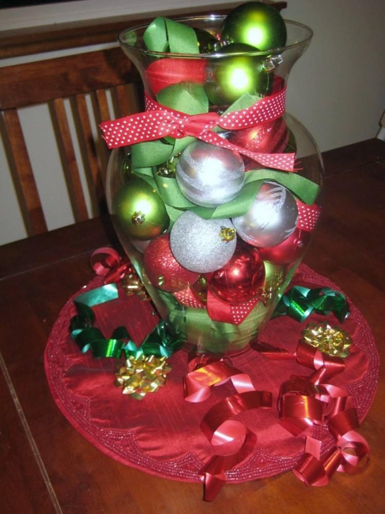 centro mesa bolas verdes rojas