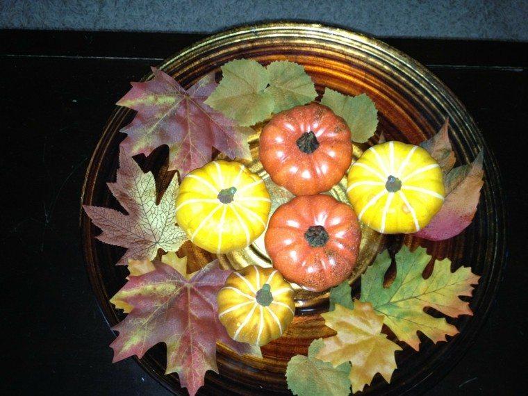 centro calabazas hojas jarron diseño