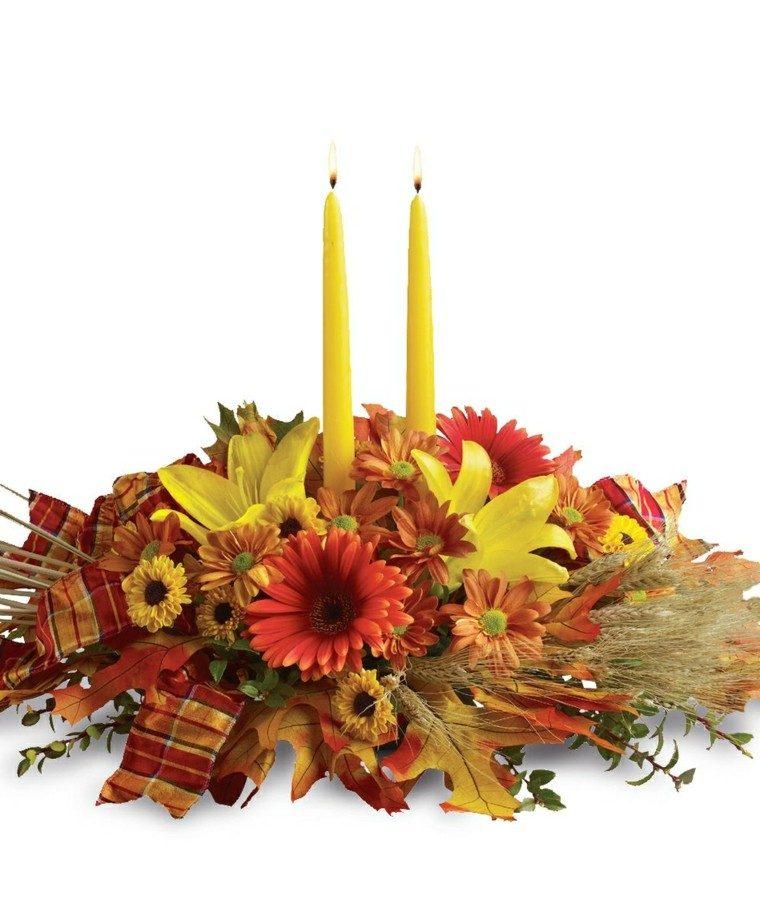 centro mesa dos velas amarillas