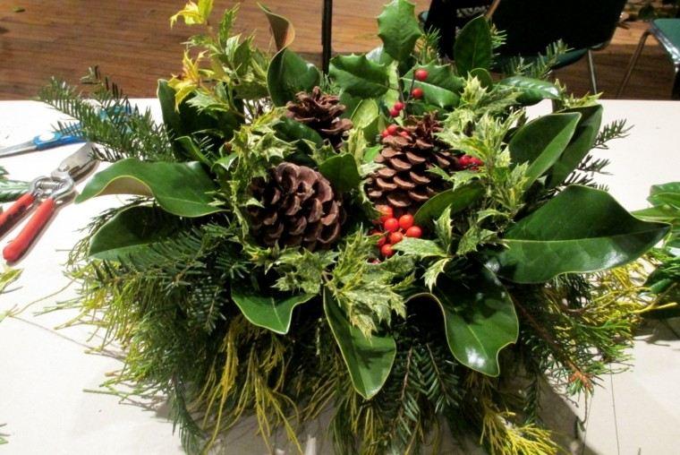 Magnolia para la decoraci n navide a de su hogar - Centros de mesa con pinas ...